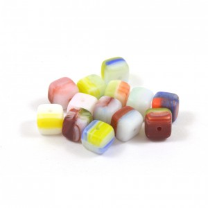 Bille de verre cube 6mm multi couleurs (paquet de 10)*
