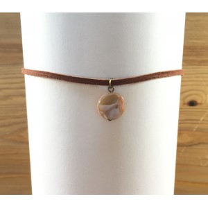 Brown chocker with shell necklace